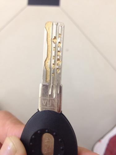 请问这种钥匙是超b级锁芯的钥匙吗 感觉有点被坑了,这个锁芯换了