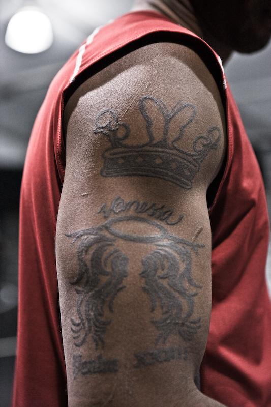 找一张皇冠的图 纹身用的 类似科比手上的皇冠