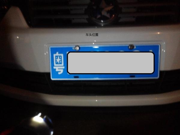 图案,更不得遮挡住号牌字符.安装车牌框时,其内侧边缘距离机高清图片
