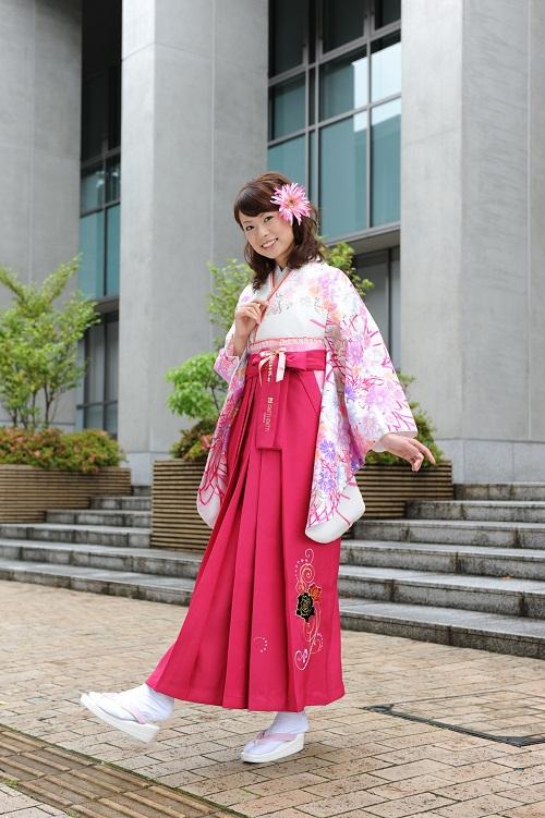 请问木之本樱穿的这种和服的款式叫什么