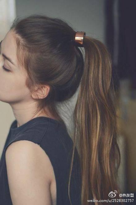 长头发直发怎么扎好看图片