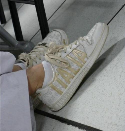 帆布鞋白棉袜美女白棉袜美女女生穿白色短袜子初中