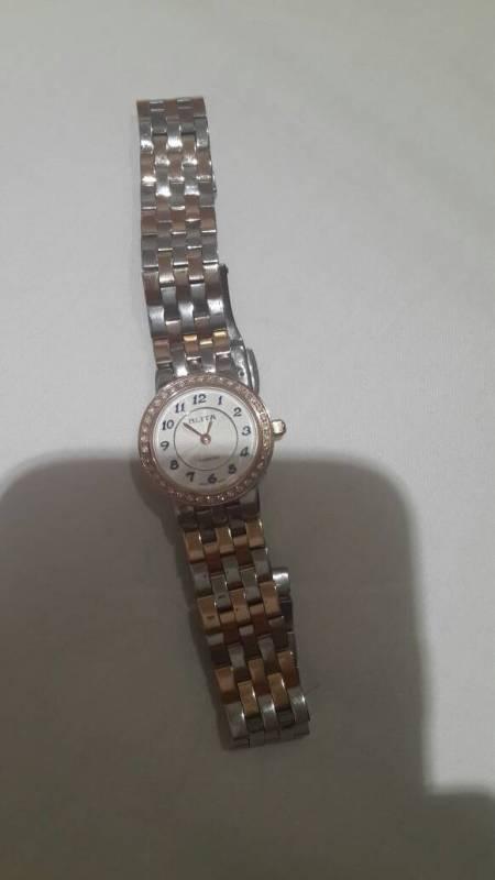 我在香港旅游时买了一块百利达的手表,可否帮我辨别真伪高清图片