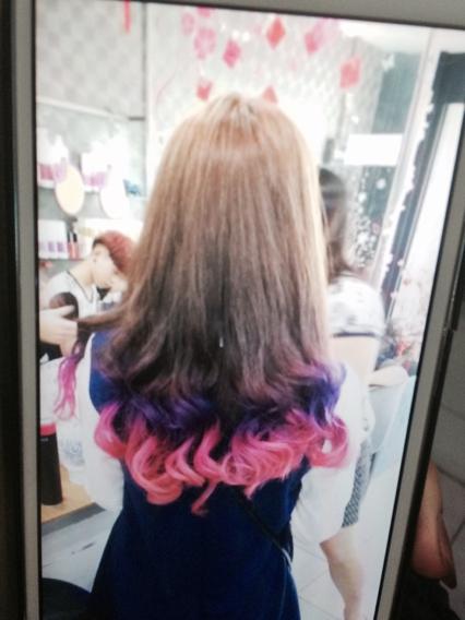 今天老师看到我的头发粉色了 (426x568)图片