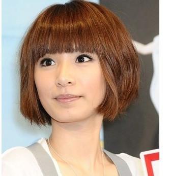 圆脸女中学生适合什么发型的头发?要单纯点的图片