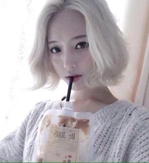 急求白头发的美丽女头像