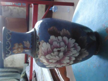 我有景泰蓝花瓶一个 无款 求年代与价格 谢谢 绿色玉石原...